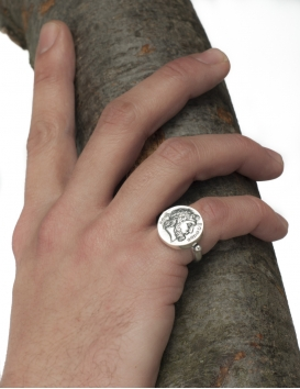 Silver ring with the coin of Xenios